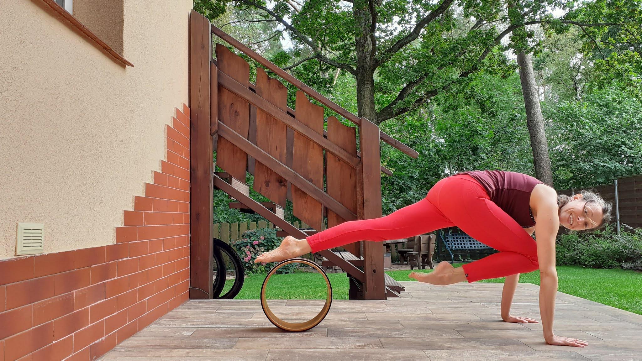 ALT - joga z kółkiem asana deska