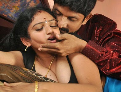 Hot Mallu Aunties Actress S In Y Saree And Blouse Wallpaper