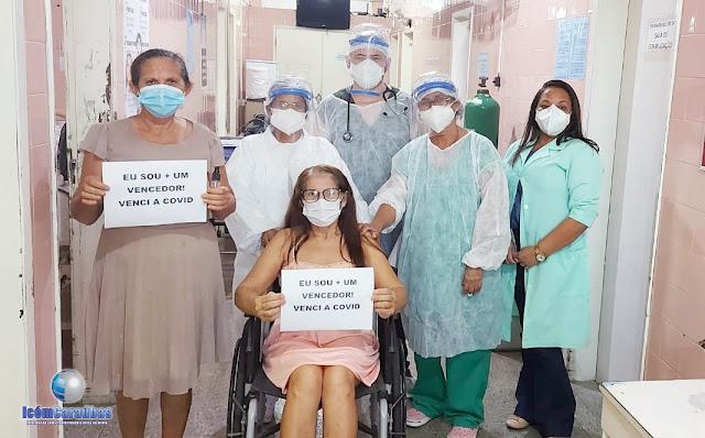 Mais duas caraubenses são aplaudidas por equipe de hospital em Caraúbas ao vencerem a Covid-19