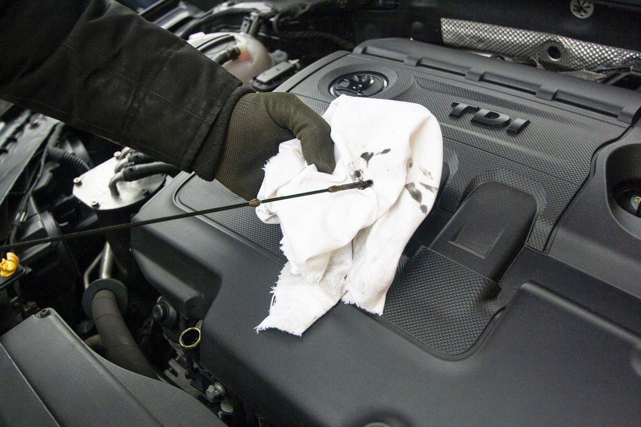 medir óleo do motor mecânico