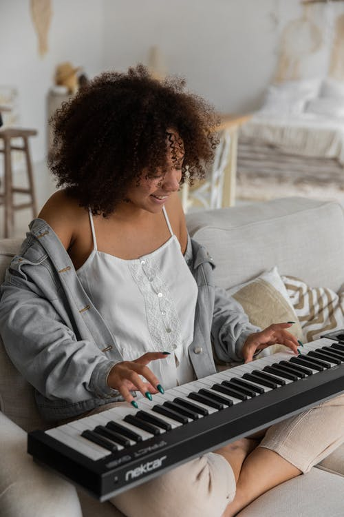 5 Advantages Of Online Piano Lessons