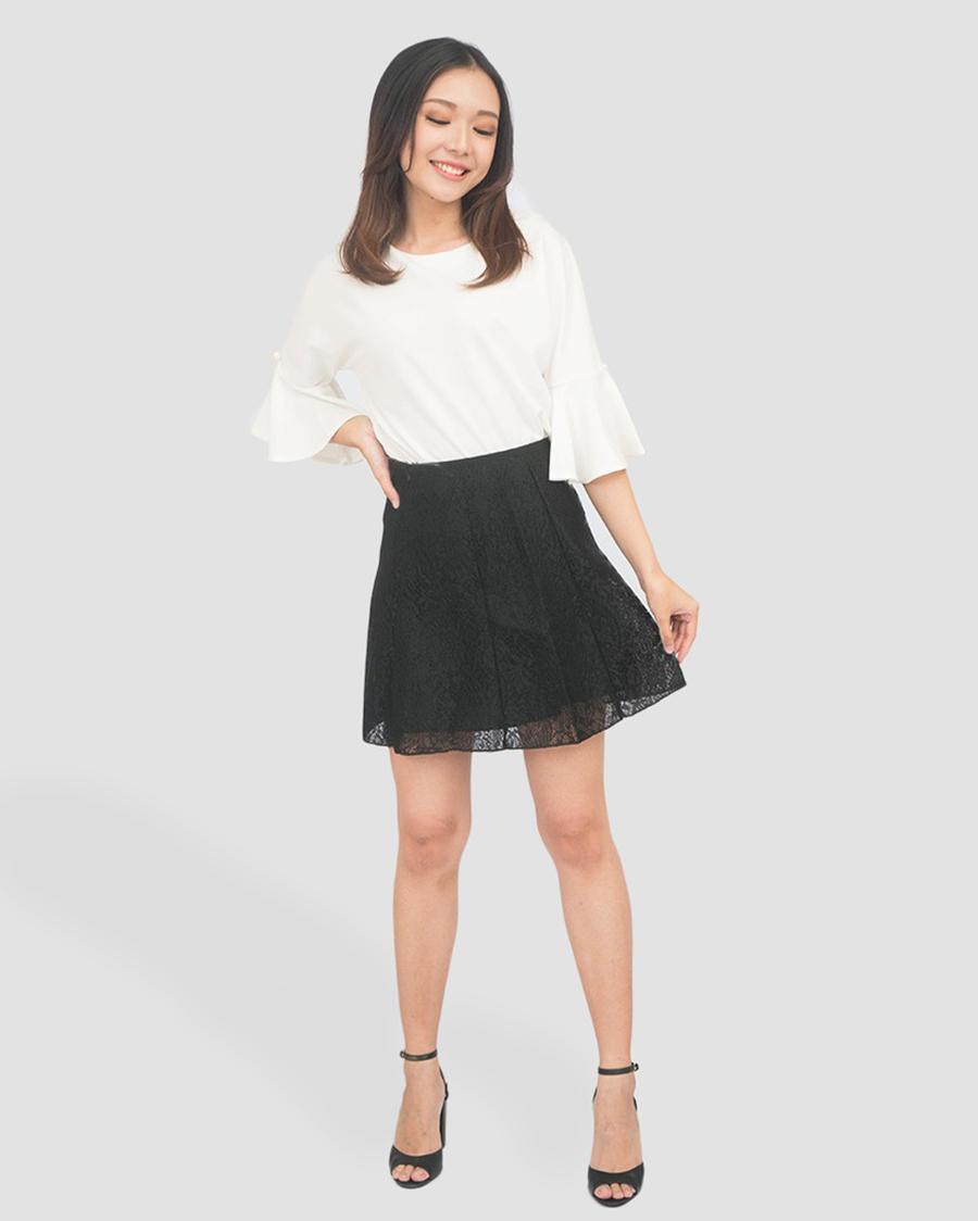 paha mulus cewek imut pakai rok mini dengan baju kaos
