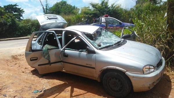 """ACONTECEU - """"Eu posso não levar meu carro, mas ele também não vai ser leiloado"""", diz homem ao destruir próprio veículo em blitz"""