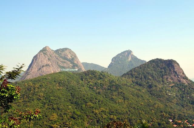 Gunung Parang terlihat dari jalur pendakian Gunung Lembu setelah pos 1 lapang kapal | JelajahSuwanto