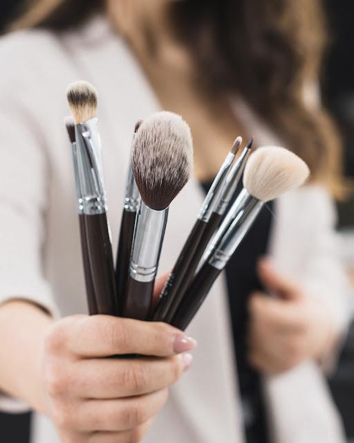 Dinheirinho extra com o que você ama: Maquiagem!