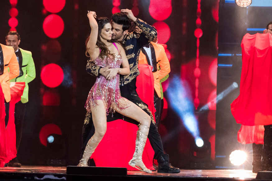 Sushant Singh Rajput and Kriti Sanon Performs at 2017 IIFA Awards at MetLife Stadium