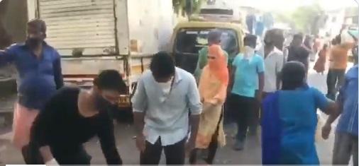 Rana Ayyub Providing Relief Material at Dharavi