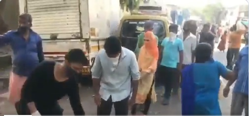 Covid-19: Rana Ayyub Providing Relief Material at Dharavi where Reported 200 Positive Cases. They are crying for help..!