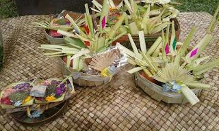 Banten Ayaban Tumpeng (Tulung Pengambean)