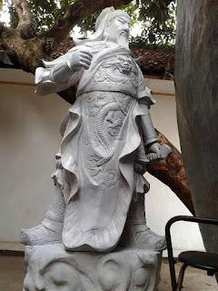 patung malaikat dewa