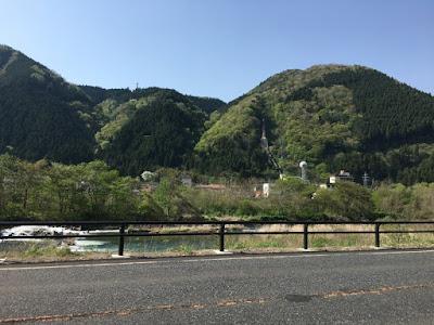 鳴子温泉周辺の国道から見える典型的な風景