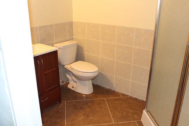 Faux Painted Ceramic Tile Walls in a Bathroom