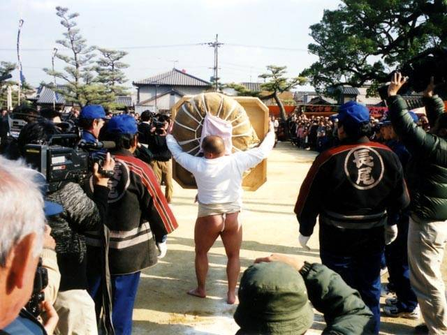 Nagaoji Temple Dai-Eyo (Big Mochi Carrying Game), Sanuki City, Kagawa Pref.