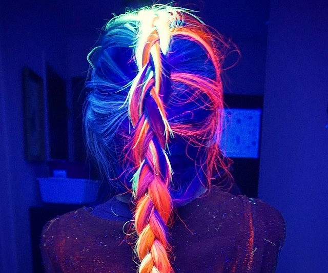 Shine bright in the dead of night by giving yourself a makeover with this glow in the dark hair dye. This peroxide and ammonia-free vegan friendly dye comes in a range of vibrant colors that come to life under UV lighting.