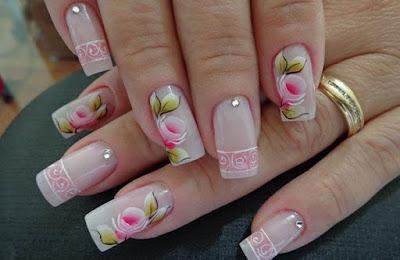 As unhas decoradas já fazem parte da composição do look feminino. As unhas também fazem parte do nosso estilo e podemos decorá-las de diversas formas