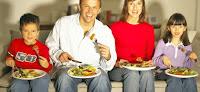 Los peligros que tiene para la salud el comer delante del ordenador o Pc