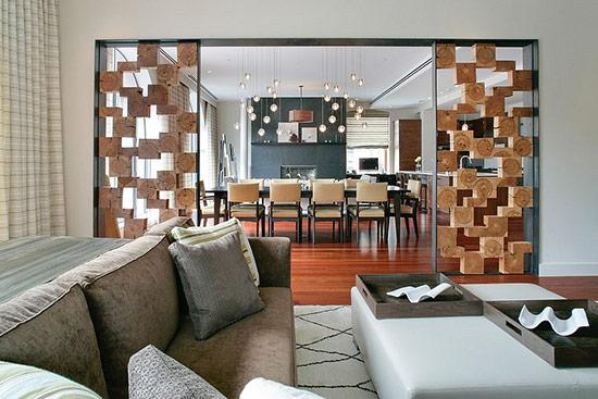 Vách ngăn với các hình khối như hộp gỗ được thiết kế một cách sáng tạo.