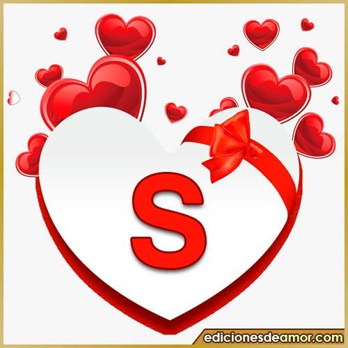 corazones volando con letra S