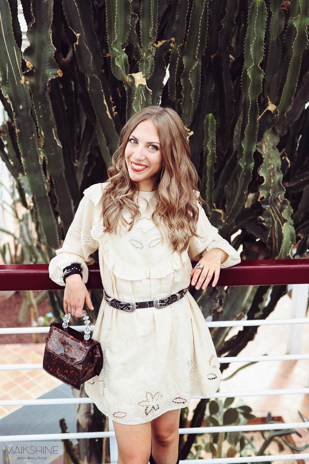 Look boho con vestido blanco