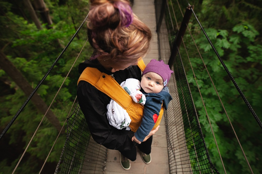 Also to have a convenient walk around, hands-free baby carriers are a life-saver. @doibedouin