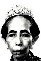 ruby diamond crescent tiara selangor malaysia tengku ampuan queen jemaah