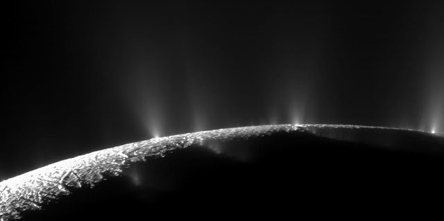 Dramatic jets of ice, water vapor and organic compounds spray from the south pole of Saturn's moon Enceladus in this image captured by NASA's Cassini spacecraft in November 2009. Credits: NASA/JPL-Caltech/Space Science Institute