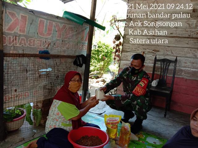Aksi Sosial Personel Jajaran Kodim 0208/Asahan Laksanakan Pemberian Sembako Kepada Warga Yang Kurang Mampu