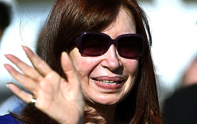"""Confirman juicio contra Kirchner por """"cuadernos de la corrupción"""" en Argentina"""
