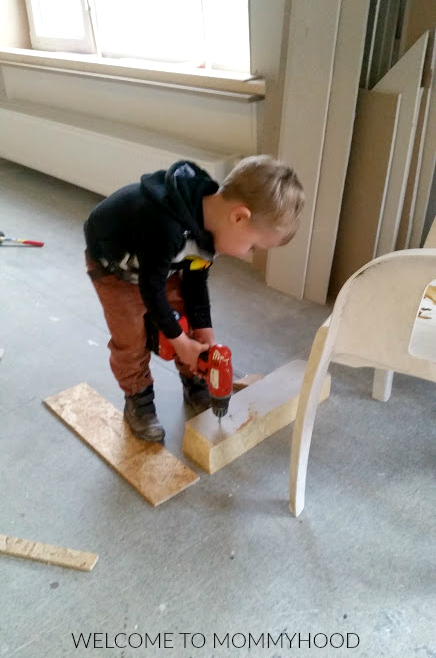 How we accidentally do our kids a disservice: the importance of giving them opportunities to be independent #montessori, #independentkids, #practicallife, #montessorifamily