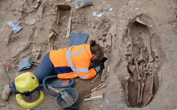Corsica - Rinvenuti scheletri in vasi giganti in una necropoli