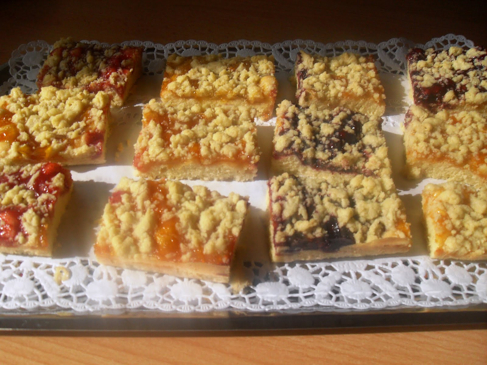 Kuchen mit marmelade und streusel