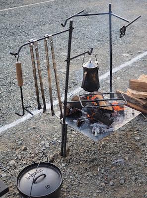 37CAMP ファイヤーラック「ハンギング」 ハンガーに火ばさみを吊るす