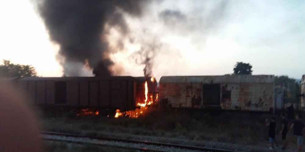 Βαγόνι καταστράφηκε ολοσχερώς από φωτιά τα ξημερώματα της Παρασκευής στο Σιδηροδρομικό Σταθμό Λάρισας