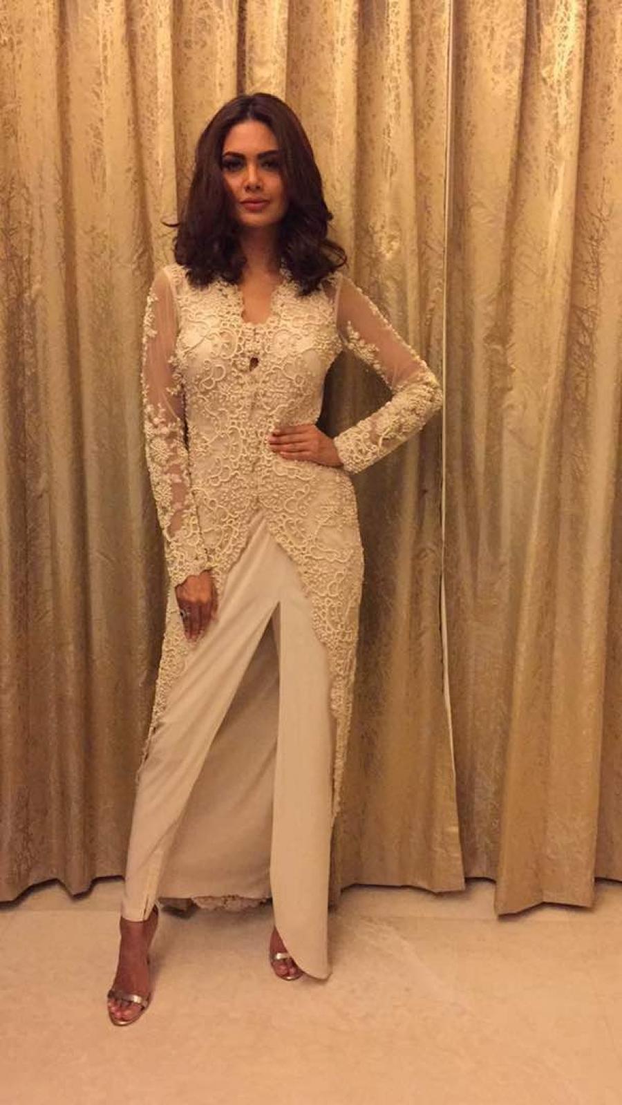 Hindi Girl In White Dress Mumbai Esha Gupta  at the Cama Awards