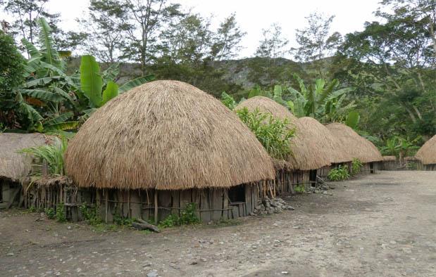 Papua adalah provinsi yang berada paling timur dalam wilayah Indonesia Rumah Adat Papua (Rumah Honai), Gambar, dan Penjelasannya