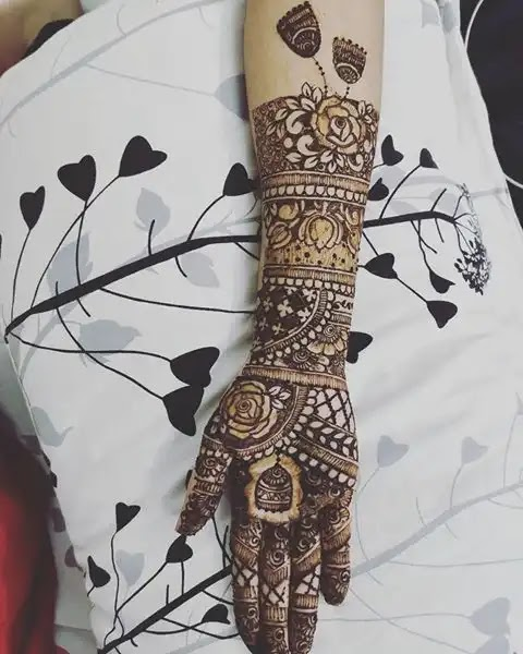rose-arts-in-henna-designs