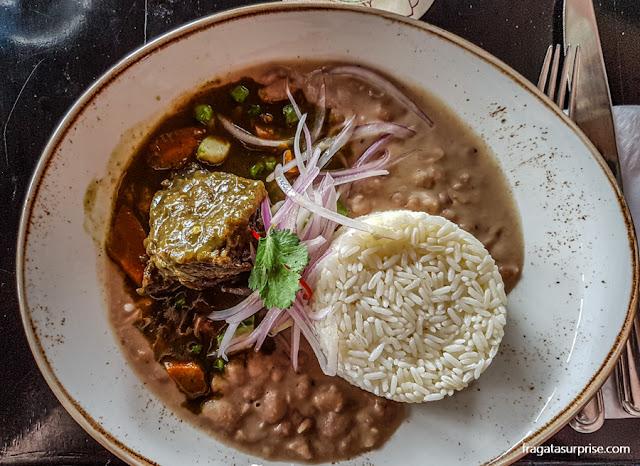Seco de carne, prato típico de Lima, Peru, no Restaurante Tanta
