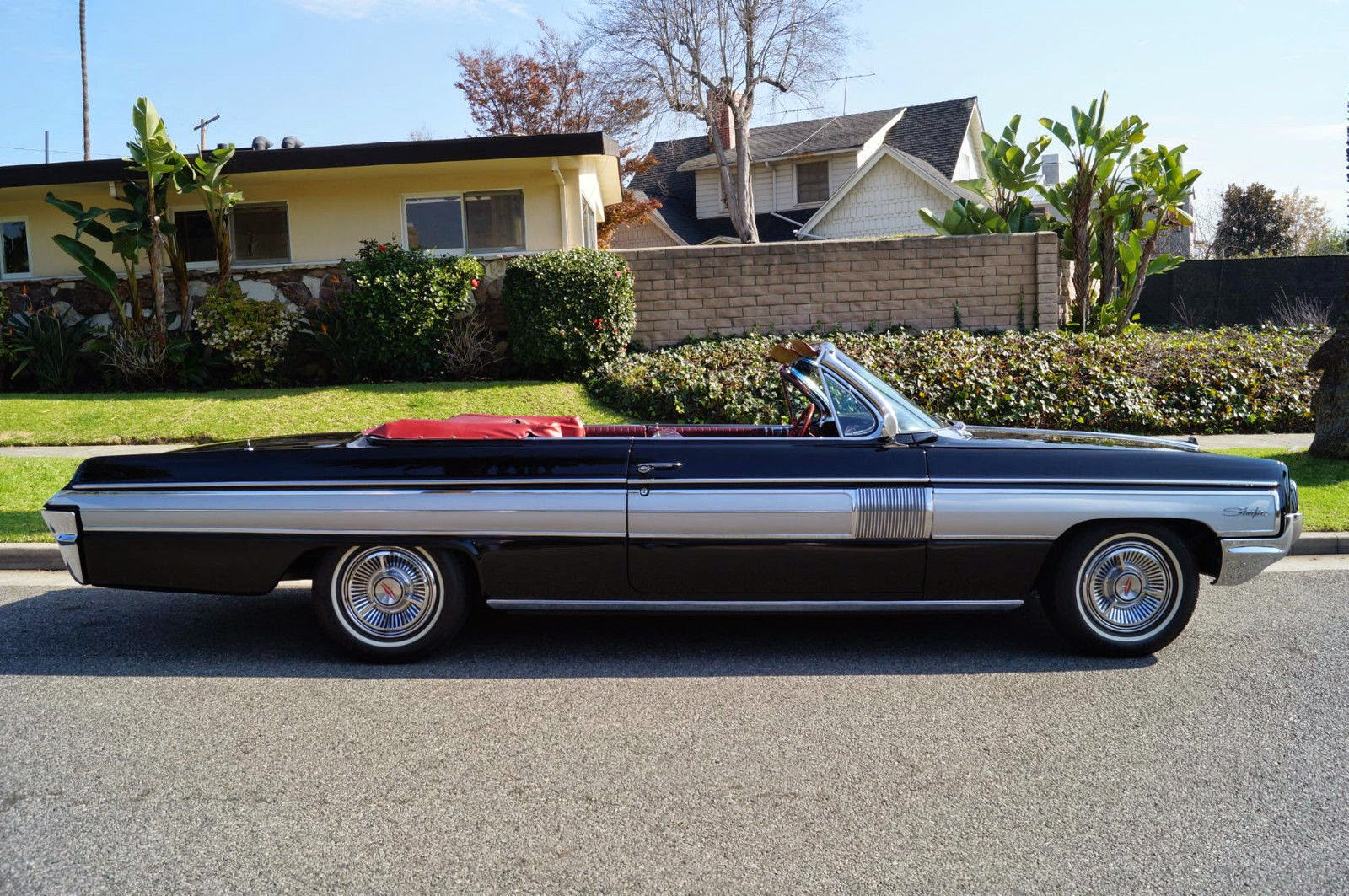 All American Classic Cars: 1962 Oldsmobile Starfire 2-Door