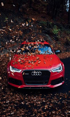 سيارة اودي لونها احمر سريعة معدلة