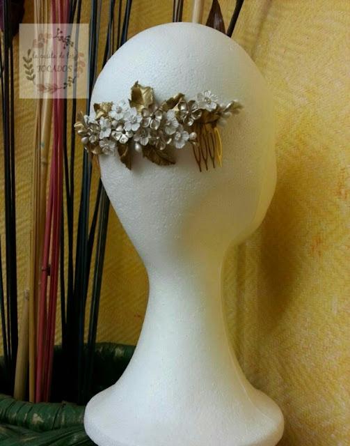 peineta artesanal de porcelana para novia vintage tonos metalizados y blanco