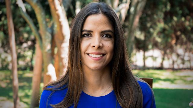 Daniela Salazar, docente del Colegio de Jurisprudencia, participa en entrevista para IberICONnect