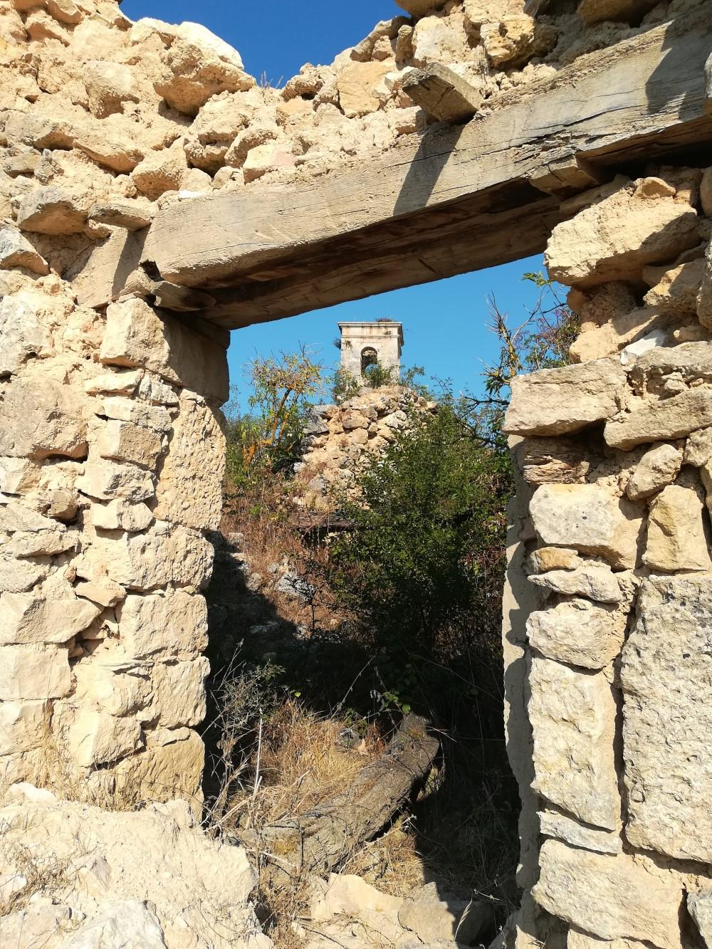 La torre de San Miguel desde la ruinas
