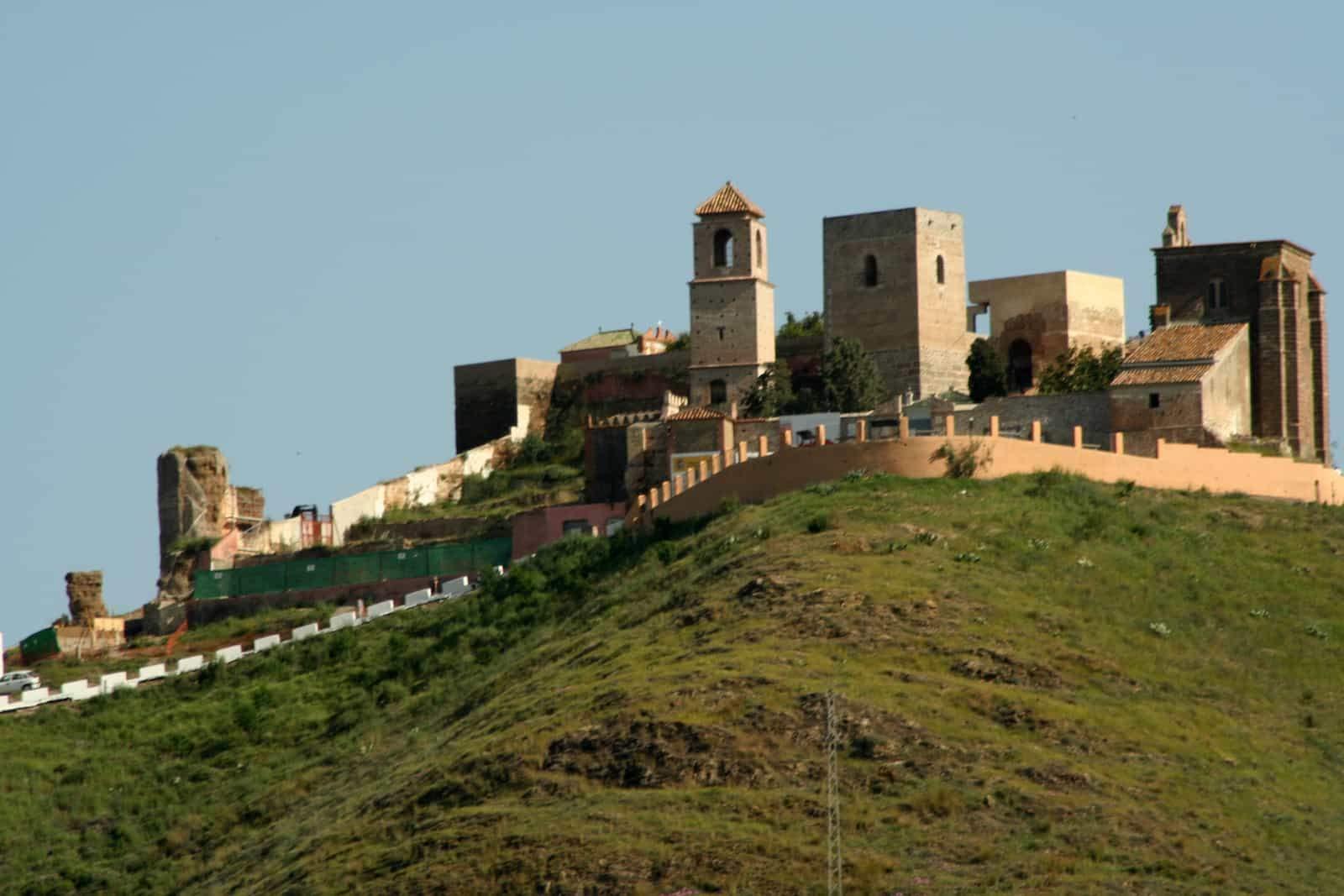 #858 La leyenda del Peñón del Lirio de Álora | luisbermejo.com | podcast