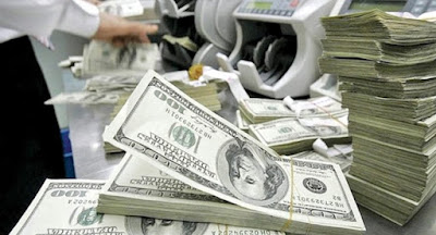 Уряд виплатив $444 млн для обслуговування реструктуризованого 2015 року зовнішнього боргу. В.о. глави ДФС Продан подав у відставку. Кабмін підвищив у черговий раз ціни на алкоголь.