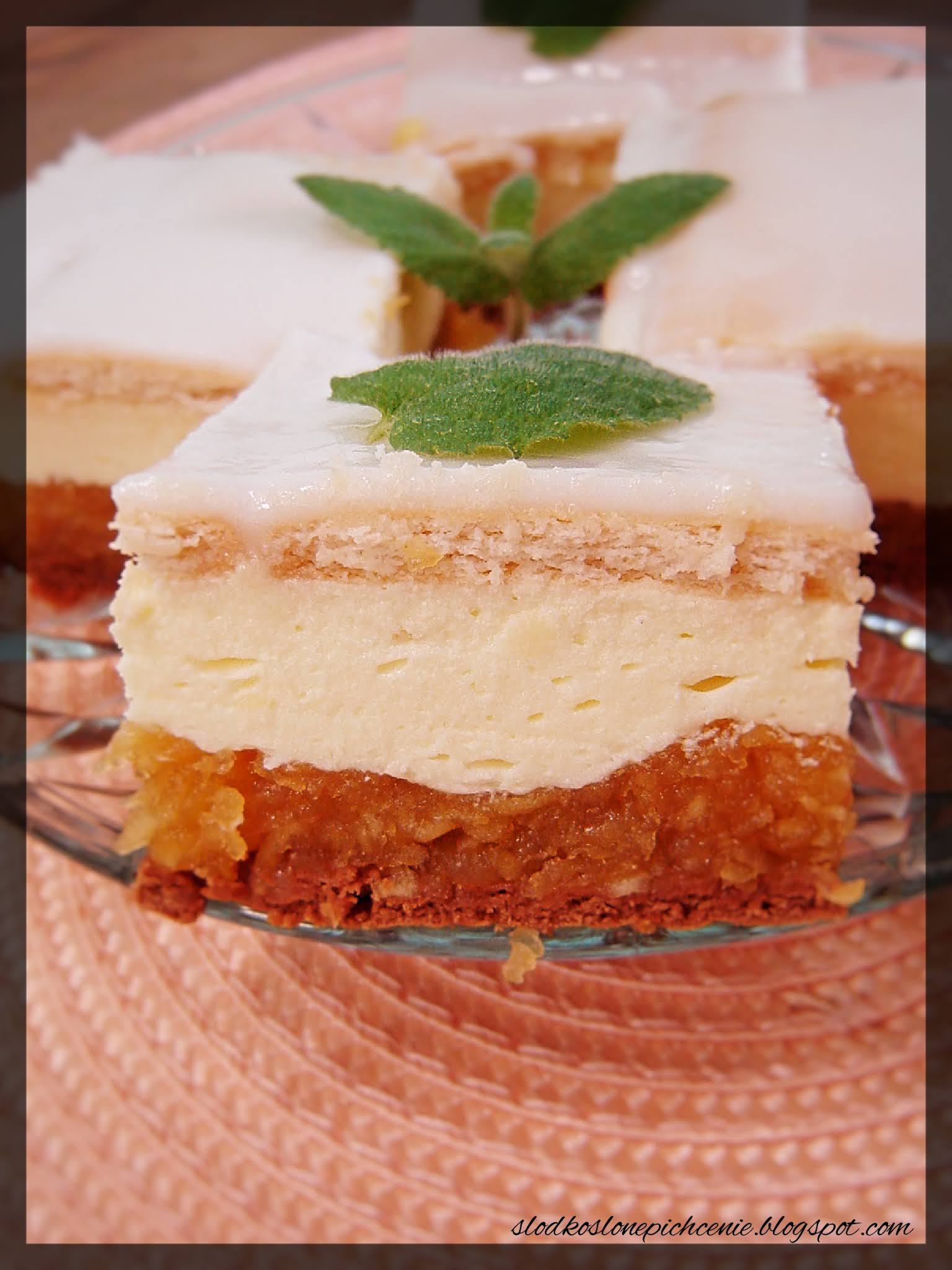 Ciasto z jabłkami i kremem budyniowo-galaretkowym