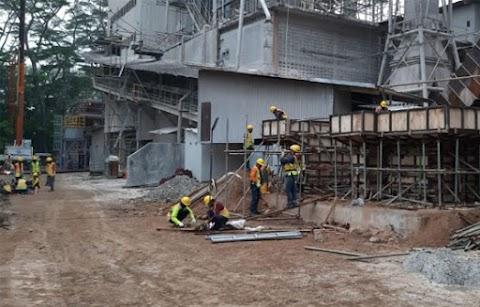 Mengerjakan Pembangunan Kawasan Pabrik