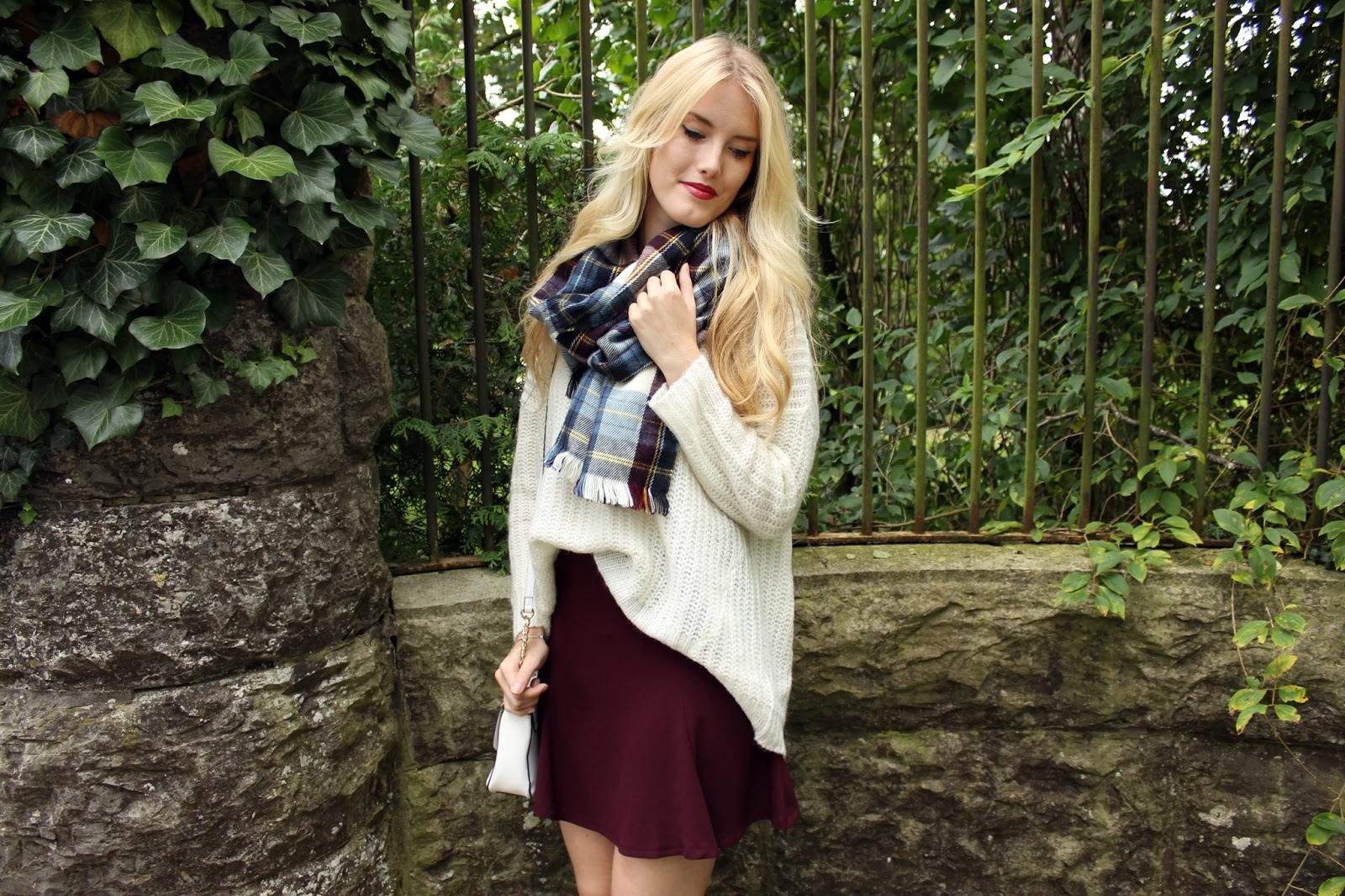 TheBlondeLion Outfit Cocooning Plaid Scarf Oversize Knit Sweater