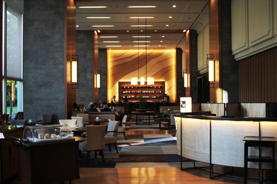 hotel lounge luxury