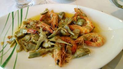 langostinos de lonja en salsa con alcachofas salteadas