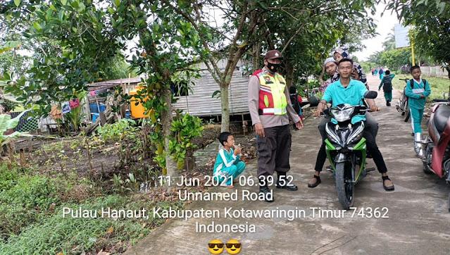 Pengamanan Vaksinasi Tahap Dua Di Aula Desa Makarti Jaya